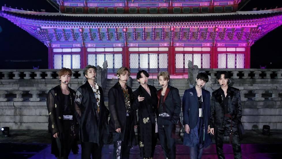 BTS mặc Hanbok quẩy giữa cung điện, fans no mắt vì visual chất như nước cất