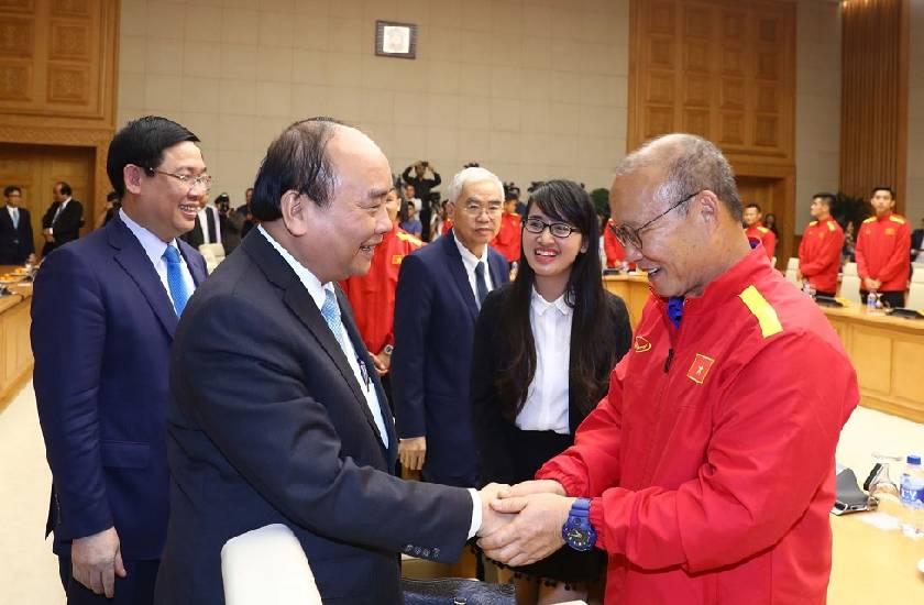 Thủ tướng gặp gỡ và biểu dương HLV Park Hang Seo cùng tuyển Việt Nam