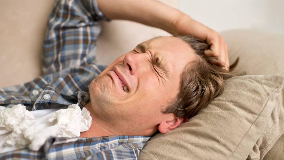Đeo tai nghe khi ngủ, thanh niên bị điếc hoàn toàn 1 bên tai