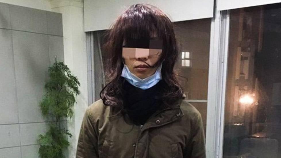 Tóm gọn cựu nam sinh giả gái đột nhập phòng tắm quay lén nữ sinh