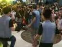 Fan chen chân xem Chi Pu 'khoe' vũ đạo