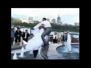 'Dở khóc dở cười' sự cố trong lễ cưới