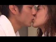Càng hôn nhiều, càng thêm khỏe