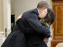 Nữ y tá gốc Việt khỏi Ebola, ôm lấy tổng thống Obama