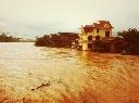Vỡ đập ở Quảng Ninh, thị trấn Đầm Hà chìm trong biển nước