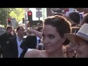 Angelina Jolie vui vẻ 'tự sướng' cùng cả rừng fans hâm mộ