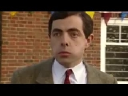 Mr Bean thẫn thờ vì chiếc xe yêu chỉ còn là đống sắt
