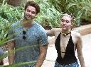 Miley Cyrus dính bạn trai như sam mặc cho bị phản đối