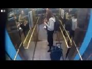 Chết cười với thang máy troll người (Phần 2)