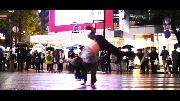 Choáng ngợp với màn breakdance 'quẩy' tung đường phố
