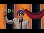 Chí Tài nổi hứng cài hoa lên đầu, nhảy 'Gangnam Style'