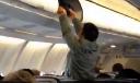 Nhân viên sân bay lục lọi, ăn trộm đồ trong vali của hành khách