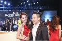 Ngọc Trinh lấp ló lưng trần lên nhận cúp 'Nữ hoàng bikini châu Á'