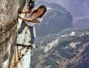 Sự thật 'lạnh gáy' về đường lên đỉnh Hoa Sơn, TQ