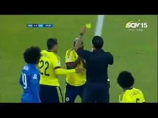 Hài hước: Trọng tài rút thẻ phạt nhầm cầu thủ