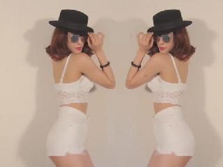 Diệp Lâm Anh ''học đòi'' Ngọc Trinh nhảy Twerk It Like Miley nóng hừng hực