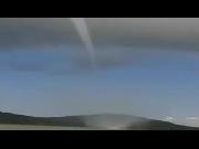 Xôn xao clip vòi rồng hút nước từ biển lên trời ở Kiên Giang