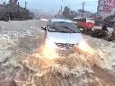 Kinh hoàng cảnh lũ biến phố thành sông ở Quảng Ninh