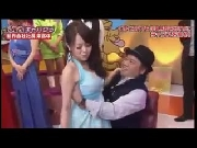 Gái xinh bị sờ soạng ngay trên truyền hình Nhật