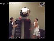 Kinh ngạc với khả năng nhảy cao siêu tưởng của chàng trai