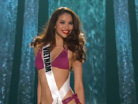 Phạm Hương tỏa sáng như Vedette khi diễn bikini tại Bán kết Miss Universe