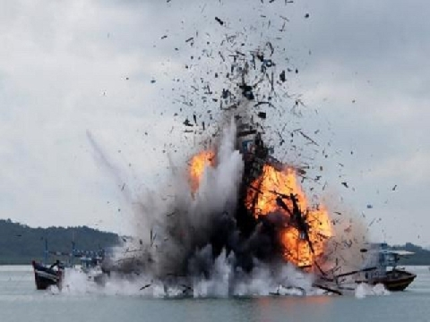 Indonesia đánh chìm 13 tàu cá Việt Nam