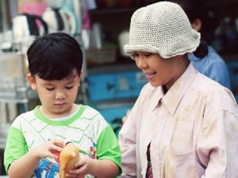 Xúc động với phim ngắn về mẹ của Việt Hương