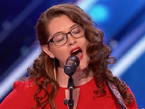 Cô gái khiếm thính hát như thiên sứ gây sốt tại America's Got Talent 2017