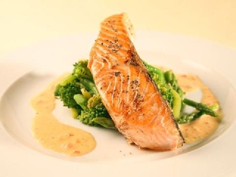 Cách đầu bếp chuyên nghiệp tách xương cá hồi