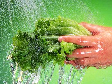 Cách rửa rau củ để loại bỏ thuốc trừ sâu