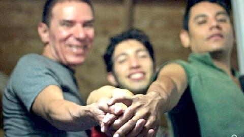 Ba chàng trai cưới nhau khiến dư luận shock nặng!
