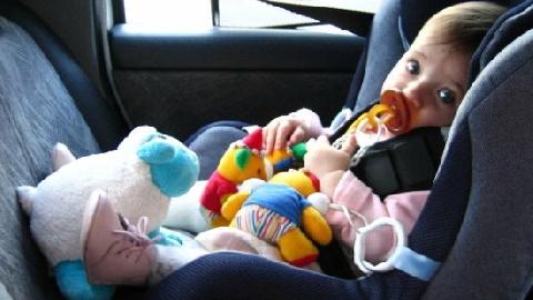 2 con chết ngạt vì bị mẹ nhốt trong ôtô để 'dạy dỗ'