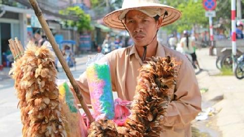Chổi lông gà 'huyền thoại' của Việt Nam lên truyền hình Pháp