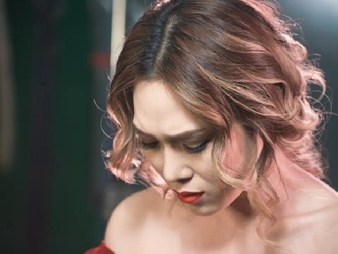 Xót lòng nhìn Mỹ Tâm bật khóc khi quay MV ''Đâu chỉ riêng em''