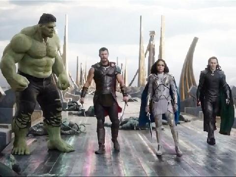 Loki và Thor hợp sức với Hulk trong trailer mới của 'Thor 3'
