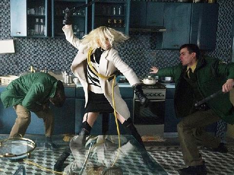 Charlize Theron khỏa thân, trổ tài đánh võ trong 'Atomic Blonde'