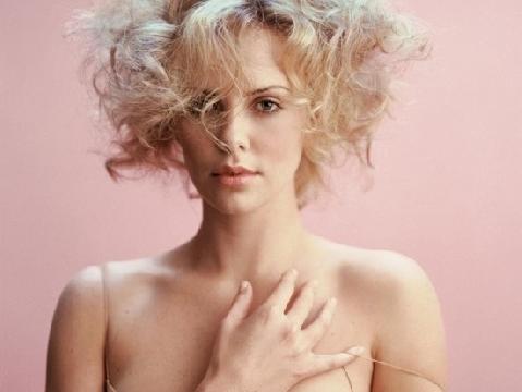 Charlize Theron tuổi 40 vẫn đẹp nóng bỏng đáng thèm khát