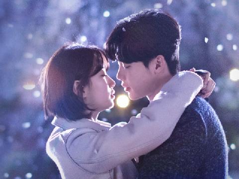 Suzy và Lee Jong Suk đầy nước mắt trong phim mới