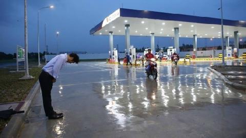 Người Nhật cúi đầu chào khi bán xăng, người Việt học được gì?