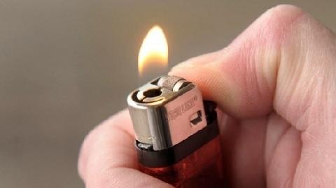 Bị bỏng 'của quý' vì để bật lửa trong túi quần