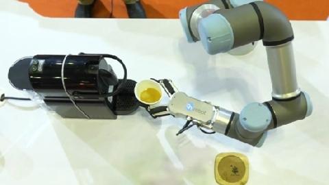 Robot chiên trứng, pha cà phê ra mắt tại Sài Gòn