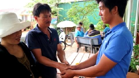 Nam thanh niên lao xuống sông cứu 2 nữ sinh
