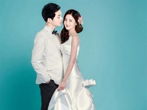 Lộ thiệp cưới trắng tinh khôi của Song Hye Kyo - Song Joong Ki