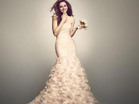 Những khảo sát vui về váy cưới