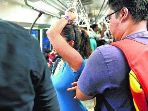 [Hài Trung Quốc] Gặp yêu râu xanh trên xe bus là...
