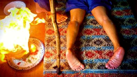 Ngoạn mục massage bằng lửa!