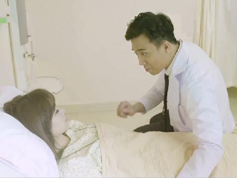 Hết lòng chăm sóc Hari Won, Trấn Thành vẫn đành nhìn vợ hôn chàng trai khác