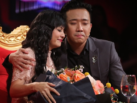 Cát Phượng khóc vì sợ Kiều Minh Tuấn thiệt thòi khi kém mình 18 tuổi