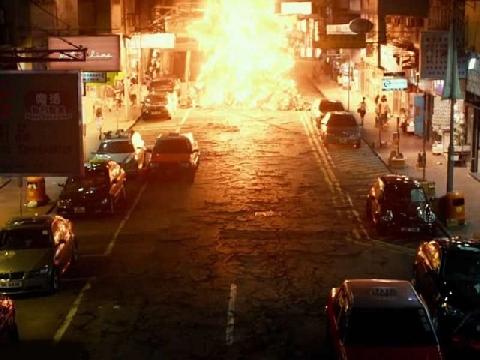 Lốc xoáy lửa khổng lồ 'truy sát' cả thành phố
