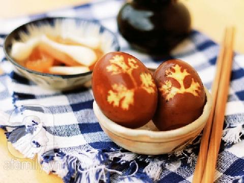 Trứng kho in hình lá ngon miệng đẹp mắt